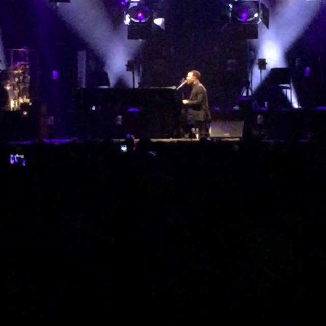 It's some thing wrong with me! I just took some pictures of John Legend at his concert and all i wanted to do was cry. I got so sad that I couldn't stay and se the show. This is one of my favorite songs with him!
